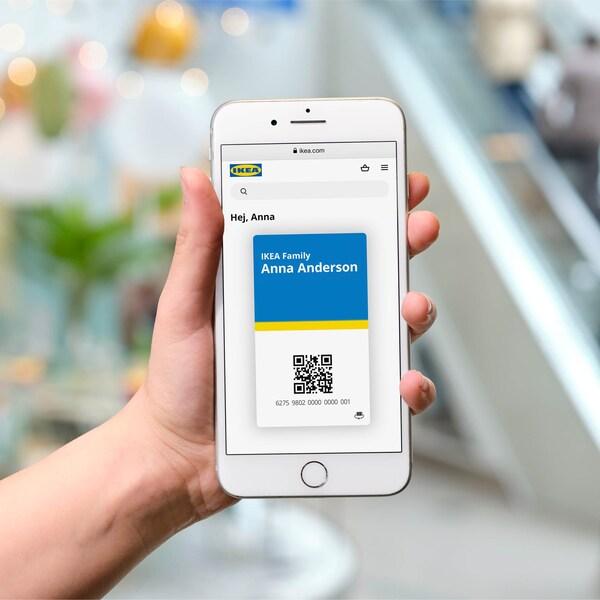 Mobilní telefon s digitální kartou IKEA Family.