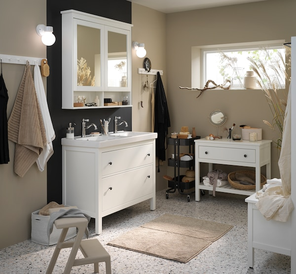 Bad mit HEMNES Serie modern einrichten - IKEA