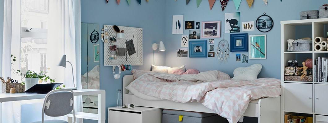 Hochwertig Modernes, Helles Kinder  / Jugendzimmer Mit Hellblauen Wänden Und Weißen  Möbeln: SLÄKT Bett