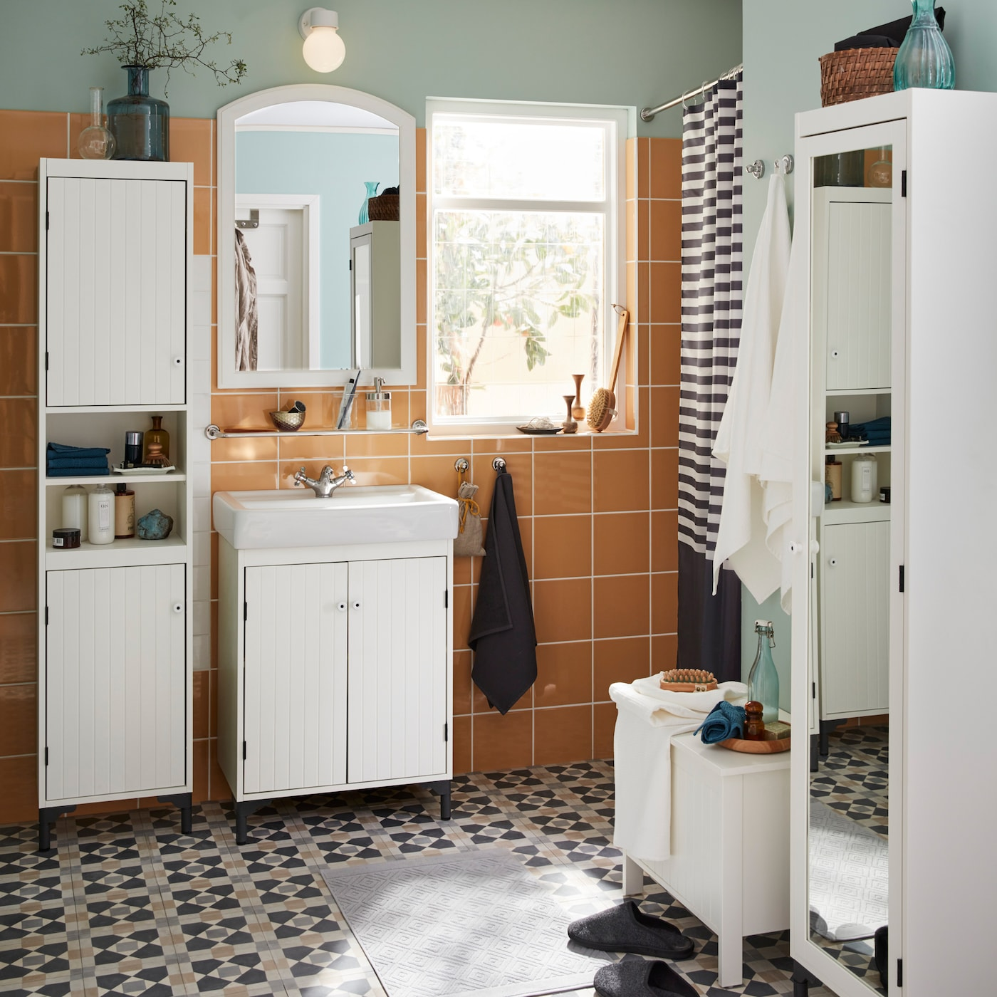 Modernise your bathroom with the traditional IKEA SILVERÅN series, from white panelled cabinet doors to slim closets to even small space storage benches.