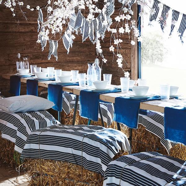 Modro-bíle pruhovaný metrový textil METTALISE