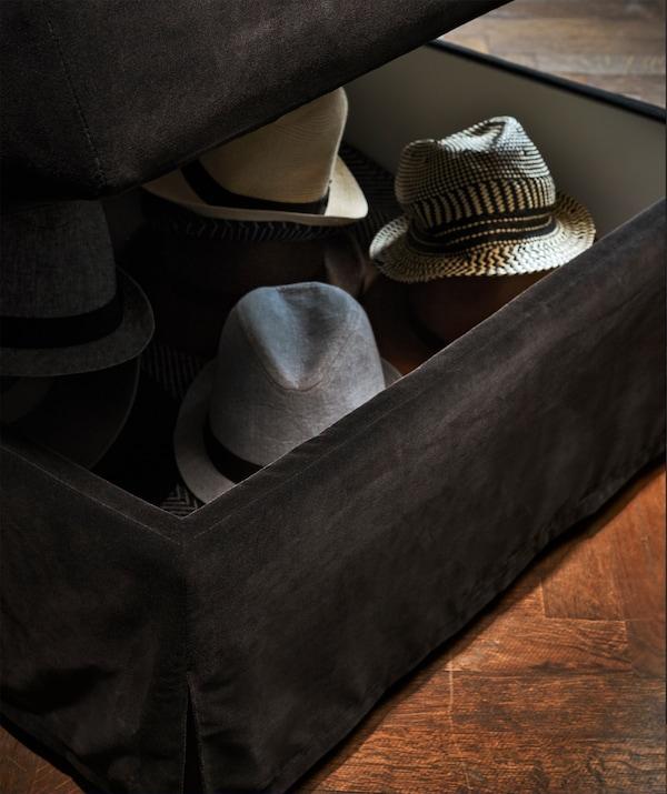 Mørkegrå FÄRLÖV puf med opbevaring med hatte indeni.