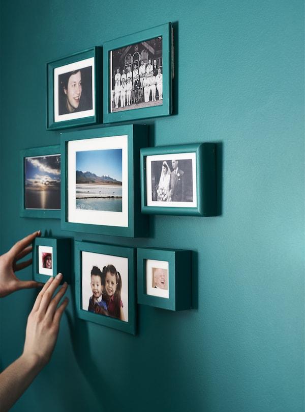 Mur galerie avec cadres photo peints.