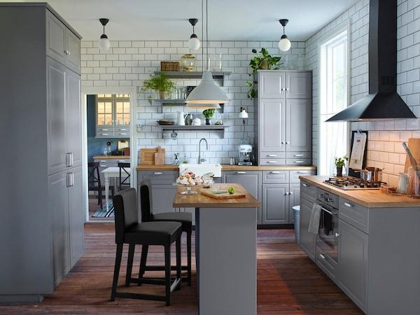 Naplánujte si kuchynskú pracovnú dosku na mieru