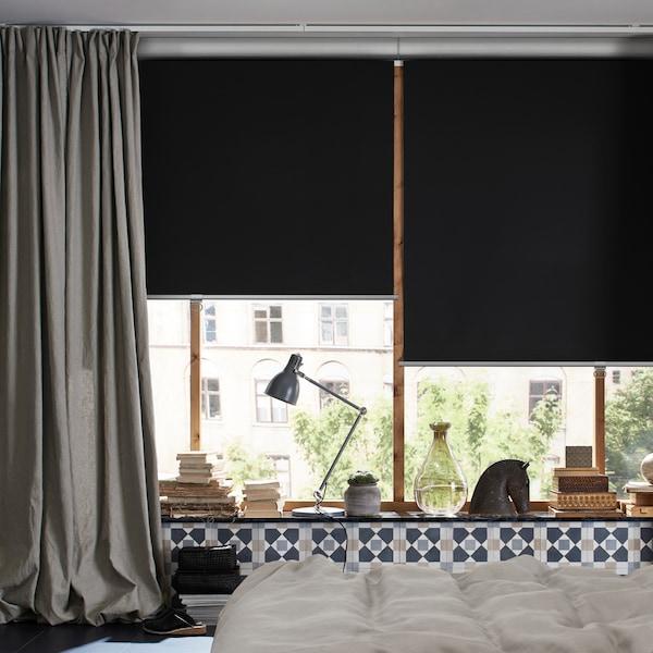 Nasveti za uporabo zatemnitvenih rolo senčil in zaves za boljši spanec in še več.