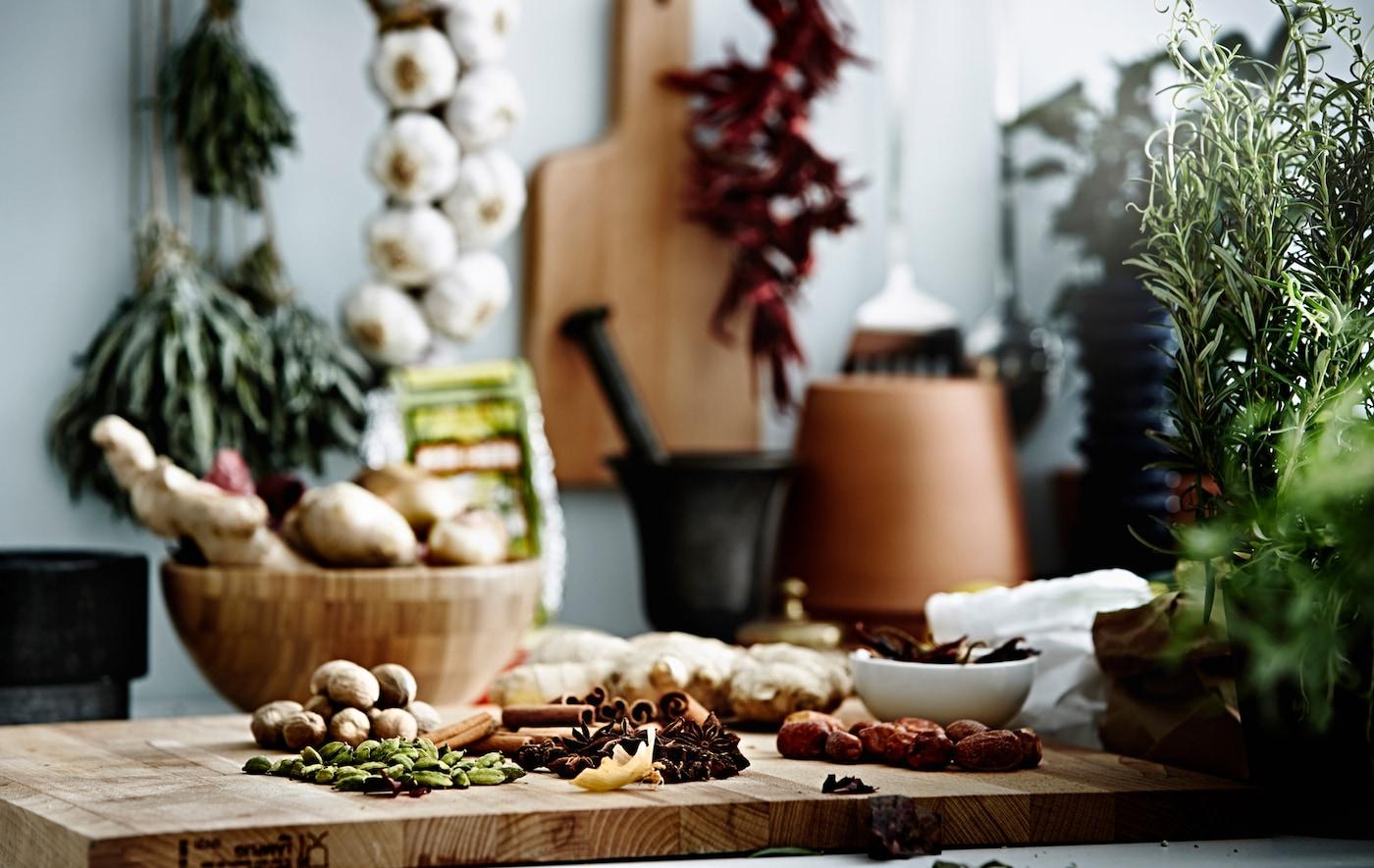 Ne cuisinez plus jamais avec des arômes insipides ! Il suffit d'un brin d'organisation et de quelques bons conseils pour permettre à vos herbes et épices de s'exprimer pleinement.