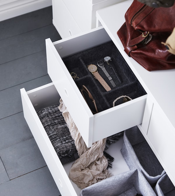 Need smart storage solutions for a cramped, small hallway? Get organised with storage from IKEA! Place accessories or your treasured watch collection in different trays and baskets. Then it's easier to keep organised and find what you're looking for.