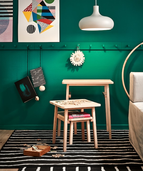 Need three tables or just one? You decide with these smart stackable tables at different heights. If you need extra space, just hang them back underneath each other and carry them away.