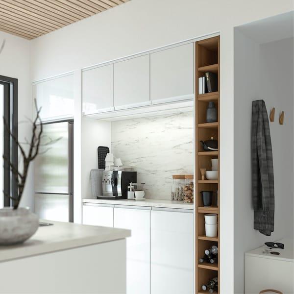 niche de cuisine éclairée par la lumière rasante