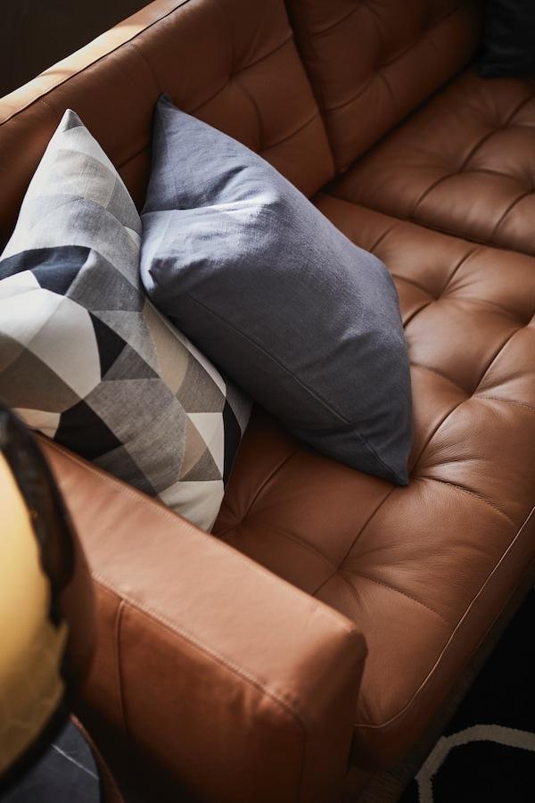 Nola garbitu larruzko sofak lehenengo egunean bezala mantentzeko