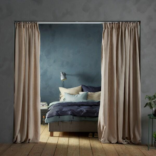 部屋のスペースをカーテンで仕切るコツ。