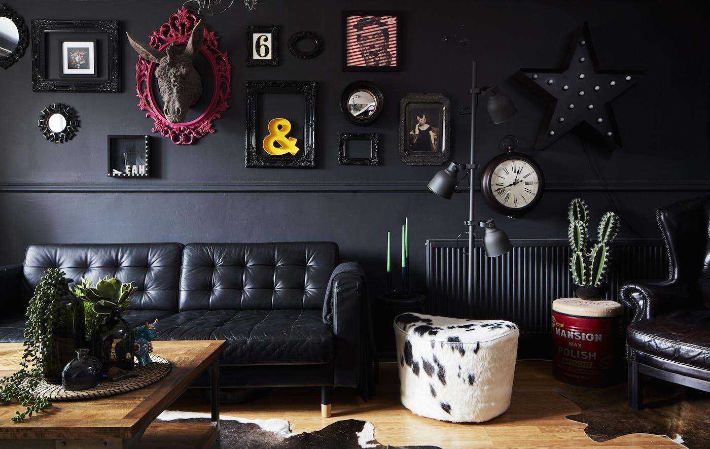 O sufragerie neagă cu taburet îmbrăcat în piele de vacă.
