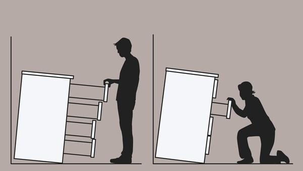 Obrázok dvoch skriniek so zásuvkami, ktoré nie sú pripevnené k stene a prevracajú sa na muža a kľačiacu ženu.