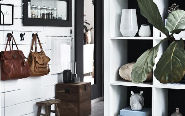 Oggetti in vista su uno scaffale - IKEA