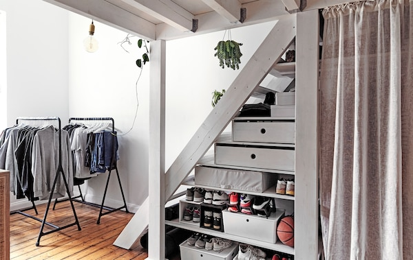 Home visit: bedroom storage for an awkward space - IKEA