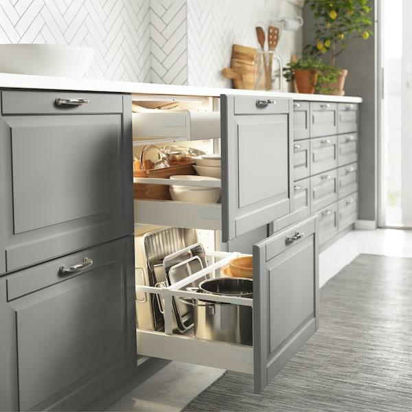 Openstaande georganiseerde keukenlade