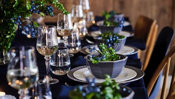 Opter pour un service de table complet est un moyen simple et abordable de réunir d'emblée toute la vaisselle dont tu as besoin