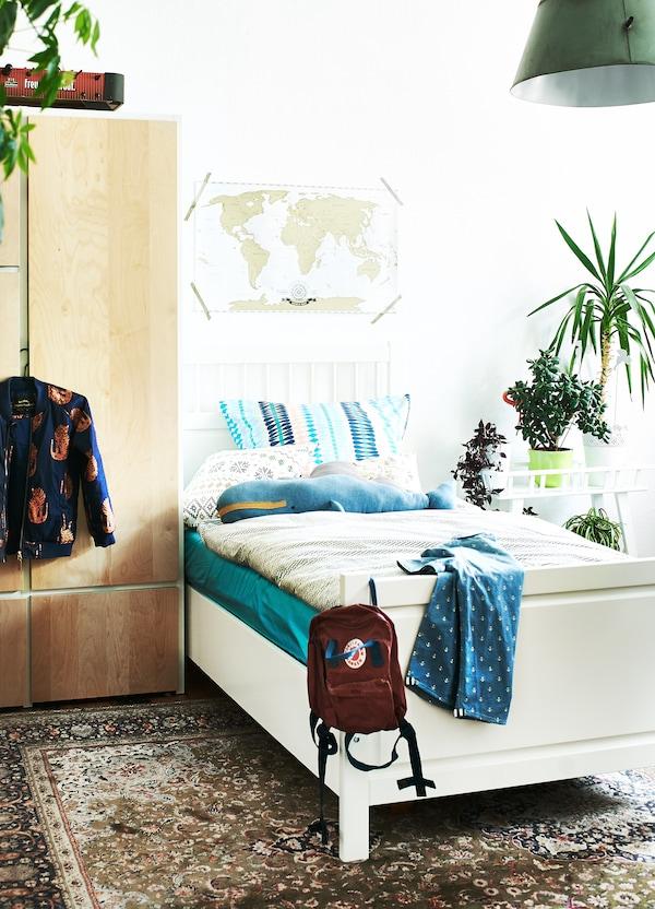 Optez pour des murs blancs et des couleurs neutres pour les gros meubles.