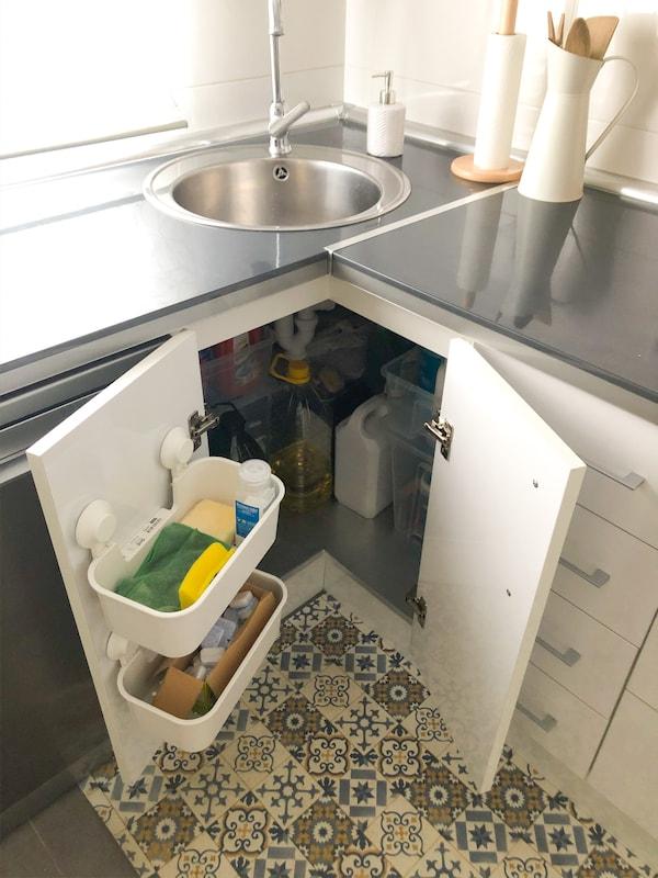 Orden debajo del fregadero