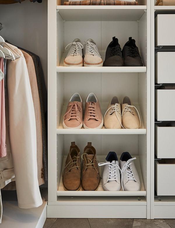 Organizar un armario abierto