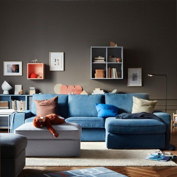 Organizza degli spazi adatti a tutta la famiglia con i mobili componibili EKET di IKEA, personalizzabili in base alle esigenze.