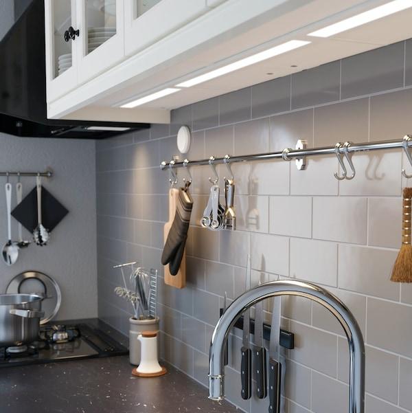Oświetlenie podszafkowe w kuchni.