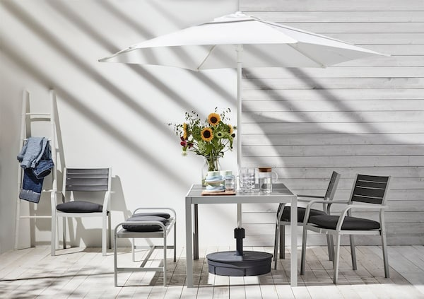 Outdoor dining solution with SJÄLLAND series.