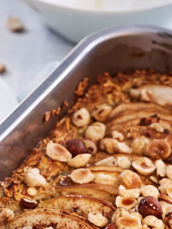 Oven-baked porridge with hazelnuts