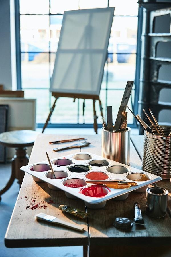 Paleta para pintar con un molde de magdalenas