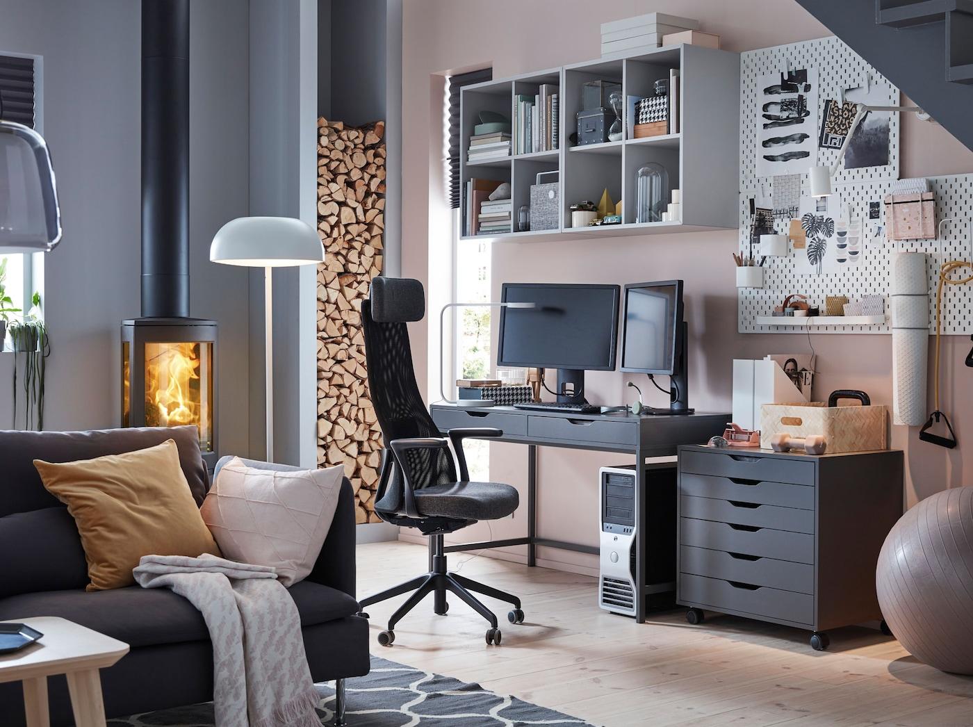 Pelituolit ja pelipöydät. Ergonominen tummanharmaa JÄRVFJÄLLET pyörivä työtuoli on hyvä gaming työtuoli. Kotitoimisto on myös nettipelaajan unelmapaikka..