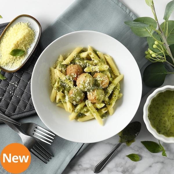 Pesto pasta with chicken balls