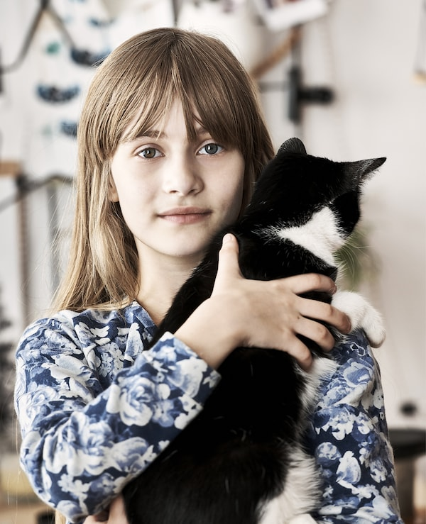 Photo de Hania et de son chat.