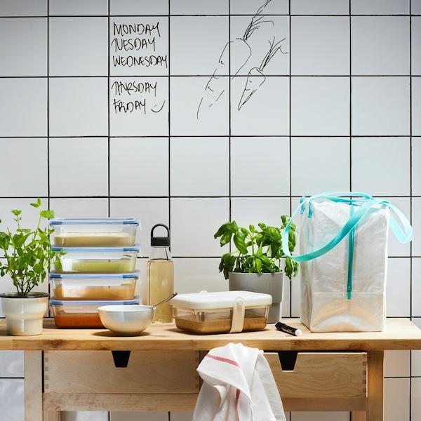 Picknick Vorbereitung mit den Lunchboxen, Behältern und Flaschen der IKEA 365+ Vorratsbehälterserie
