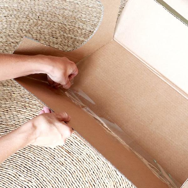Plak het dak aan de zijkant vast met tape