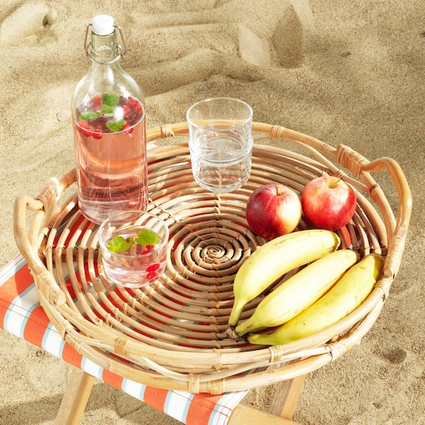 plateau-rotin-bouteille-verre-fruits-solblekt-collection-ikea