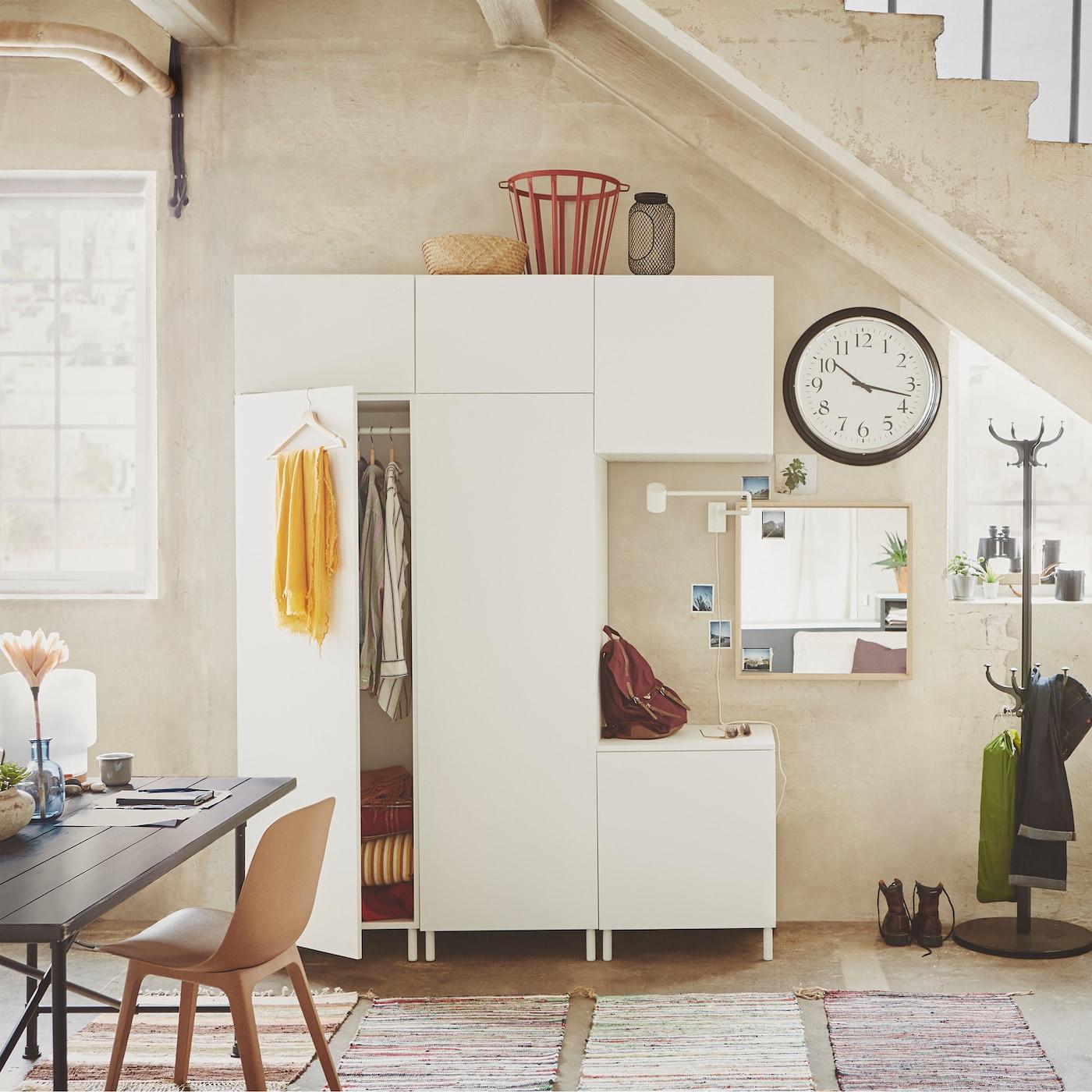 PLATSA este un sistem de depozitare extrem de flexibil - alegeți doar un dulap, adăugați module și obțineți soluția pe care o doriți.