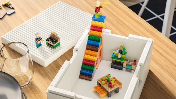 Play, display and replay IKEA and the LEGO Group introduce BYGGLEK