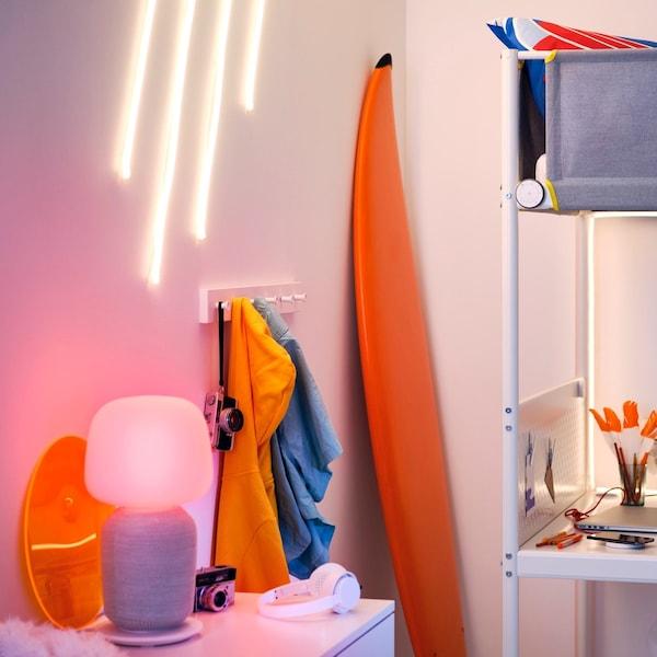 Podpowiadamy, jak rozplanować inteligentne oświetlenie i nagłośnienie w swoim domu.
