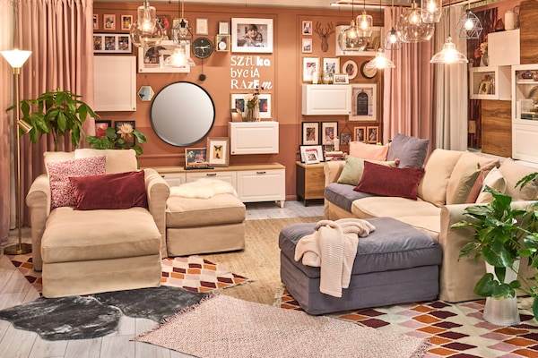 Pokój dzienny w stylu tradycyjnym. GRÖNLID Rozkładana sofa 3-osobowa, z szezlongiem/Inseros biał