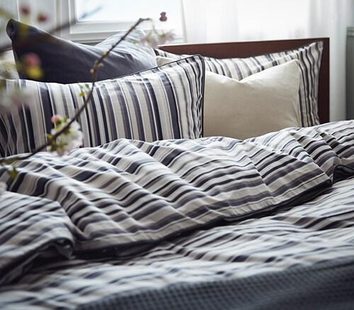 Полосатое постельное белье для спальни