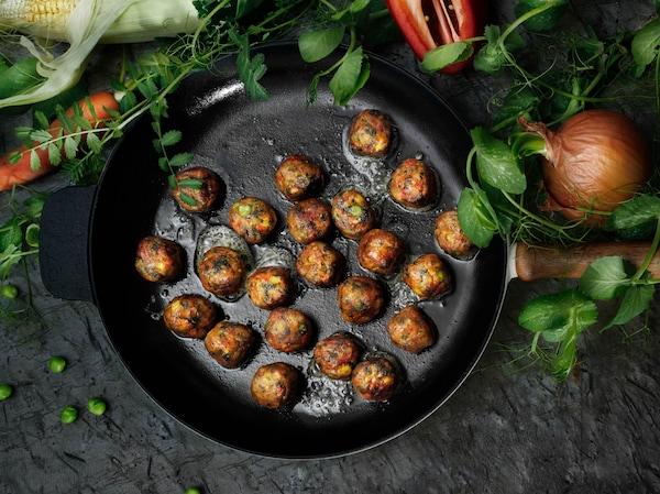 Polpette vegetariane IKEA ALLEMANSRÄTTEN - un'ottima fonte di sostanze nutritive, fibre e proteine. Non contengono sostanze di origine animale e la loro impronta di carbonio è 30 volte inferiore rispetto alle polpette di carne.