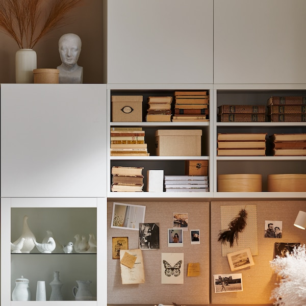 Pomysły na system przechowywania w indywidualnej stylizacji zajmujący całą ścianę.