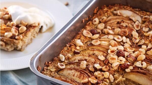 Porridge aus dem Ofen mit Apfel und Zimt