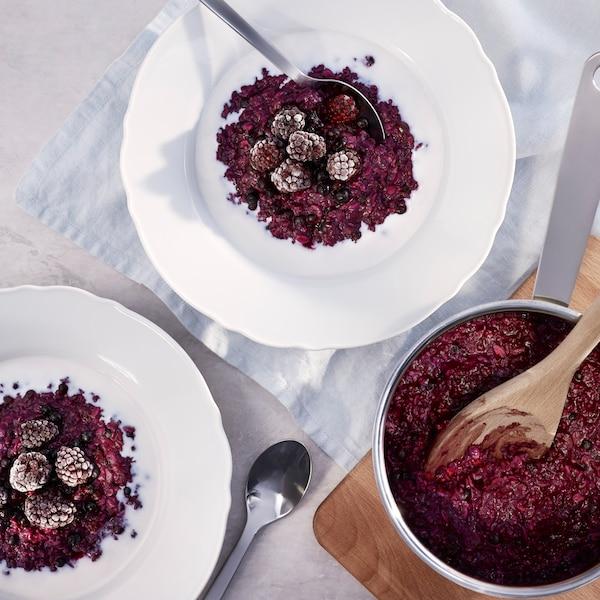 Porridge flavoured with blueberries.