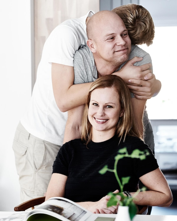 Portrait of Sara and her family.