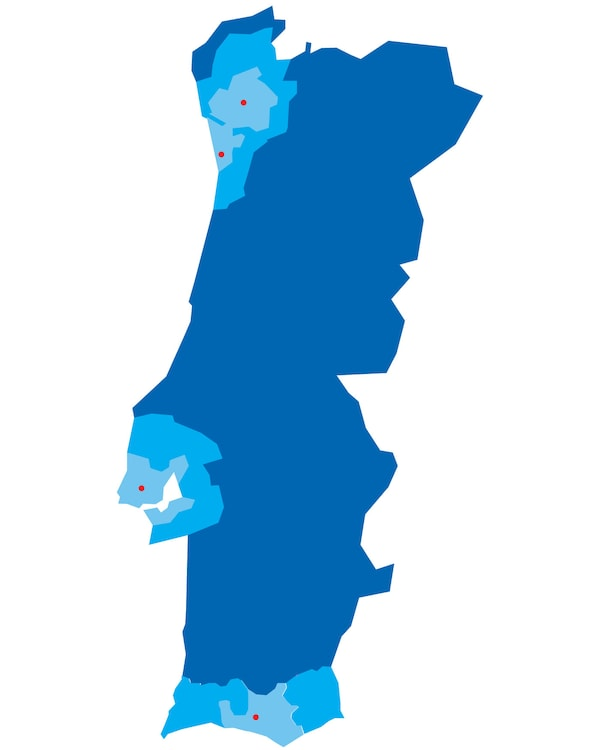 Portugal map is represented in three shades of blue and IKEA stores flagged with dots in red.