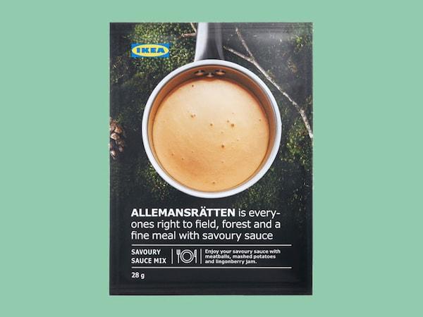 Préparation pour sauce à la crème ALLEMANSRÄTTEN contre un arrière-plan vert.