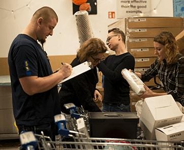 Przed przekazaniem produkty IKEA zostały policzone i skatalogowane