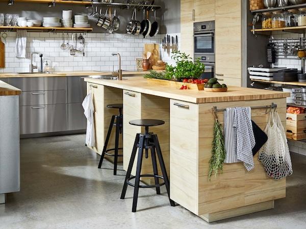 Puunvärinen IKEA-keittiö