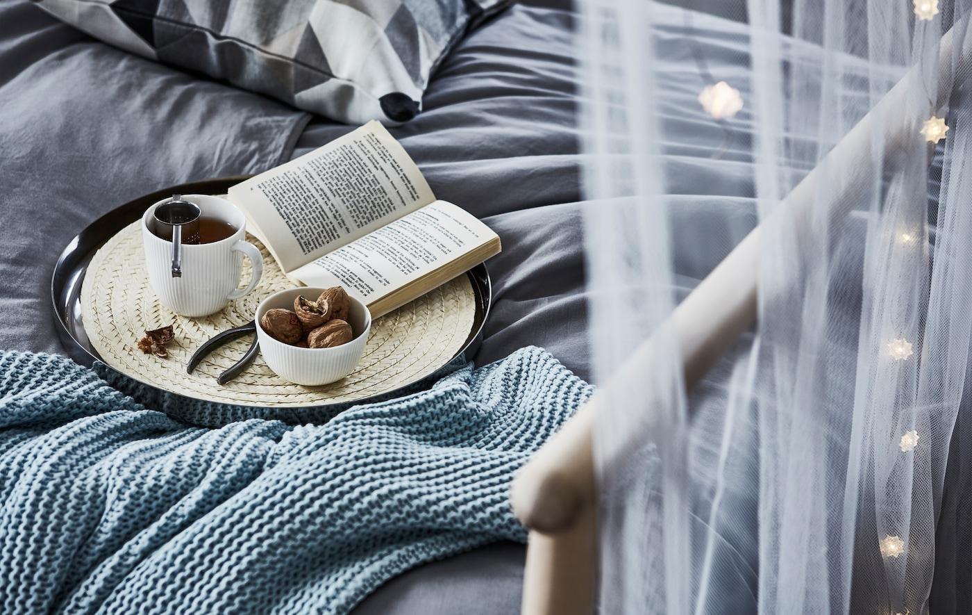 Quando os níveis de stress aumentam, refugie-se num espaço sossegado com uma chávena de chá, o seu livro favorito e muitos têxteis acolhedores.